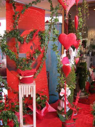 Accueil l 39 atelier de sophie fleuriste 74 faverges for Deco st valentin vitrine